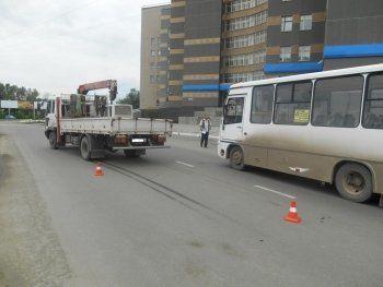 Камеры сняли момент наезда грузового манипулятора на девушку в Нижнем Тагиле (ВИДЕО)