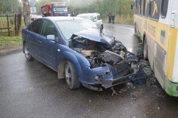 В Нижнем Тагиле «пьяный» Ford врезался в рейсовый автобус. Есть пострадавшие