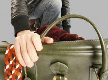 В Нижнем Тагиле подросток похитил из иномарки женскую сумку, но далеко убежать не успел