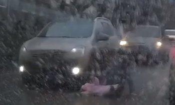 Военный сбил женщину с ребёнком на пешеходном переходе в Екатеринбурге (ВИДЕО)