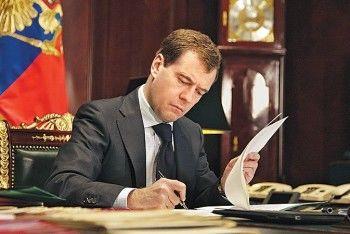 Медведев снизил пошлины на вывоз из России морепродуктов и металлов