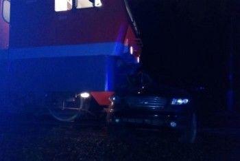 Под Екатеринбургом грузовой поезд протаранил внедорожник (ВИДЕО, ФОТО)