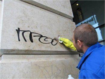 Жильцов могут заставить самостоятельно убирать граффити со стен домов