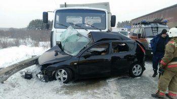 Под Нижним Тагилом женщина-водитель погибла после столкновения с грузовиком