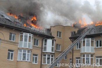 Пострадавших нет, но все жильцы остались без крыши над головой (ФОТО, ВИДЕО)