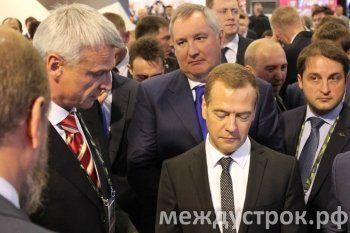 Премьер-министр Дмитрий Медведев посетил стенд Нижнего Тагила на RAE-2015