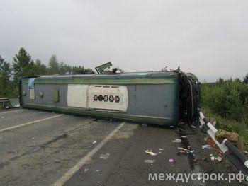 Ужас! Лобовое столкновение мусоровоза и пассажирского автобуса под Нижним Тагилом (ФОТО, ВИДЕО)