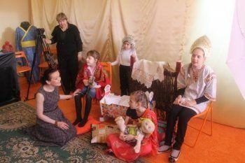 Ведущая артистка драмтеатра провела костюмированный мастер-класс для детей-инвалидов (ФОТО)