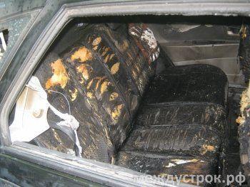«Есть человек, который так мог бы поступить». В центре Нижнего Тагила сожгли машину