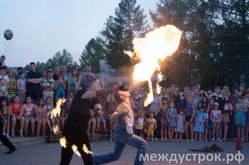Фаер-шоу на открытии фонтана на Площади славы (ФОТО)