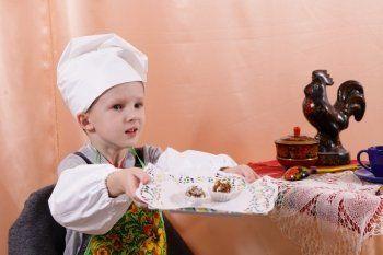 ЕВРАЗ организовал для детей-инвалидов кондитерский мастер-класс