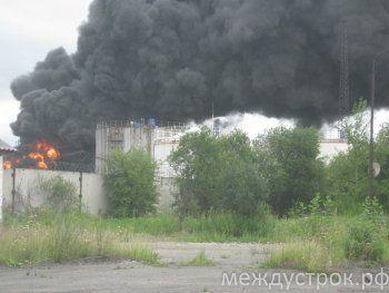«В резервуаре было 70 тонн бензина». Взрыв на нефтебазе в Нижнем Тагиле произошёл во время перекачки нефтепродуктов (ФОТО, ВИДЕО)