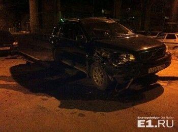 «Мне ничего не будет». В Екатеринбурге «пьяный подполковник ФСБ» протаранил восемь машин