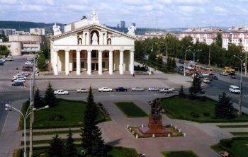 Театралы поблагодарили Куйвашева за реконструкцию Нижнетагильского драматического театра