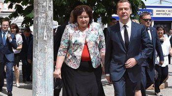 Дмитрий Медведев признался пенсионерам Крыма в отсутствии денег и пожелал «держаться и всего хорошего»