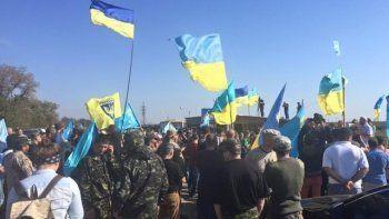 Украинские активисты взяли Крым в блокаду