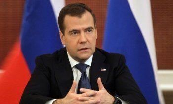 Медведев утвердил новую систему миграционного учёта