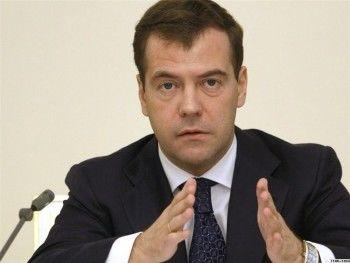 Медведев: бюджет необходимо экономить «по всем фронтам»