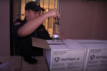 В Свердловской области из-под охраны полиции украли фуру с арестованным контрафактным алкоголем