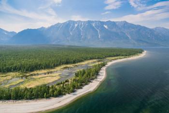 Владимир Путин разрешил вырубку леса вокруг Байкала для расширения БАМ