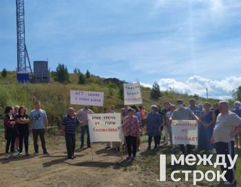 «Нам не нужно это излучение». Жители посёлка под Нижним Тагилом вышли на стихийный митинг против строительства рядом с их домами вышки сотовой связи