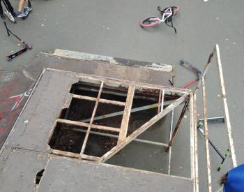 В Нижнем Тагиле закрыли разрушающийся скейт-парк у Горного колледжа