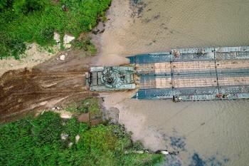 В Еврейской автономной области во время военных учений рухнул мост