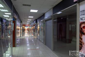 Мало людей и много скидок. Первая неделя открытых торговых центров в Нижнем Тагиле (ФОТОРЕПОРТАЖ)