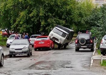 В Берёзовском 10-летний мальчик за неделю угнал две машины и попал в аварию