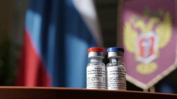 СМИ: Более половины опрошенных врачей не готовы сделать прививку от коронавируса