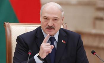 «Если уже человек упал и лежит, его не надо избивать». Лукашенко прокомментировал протесты в Беларуси