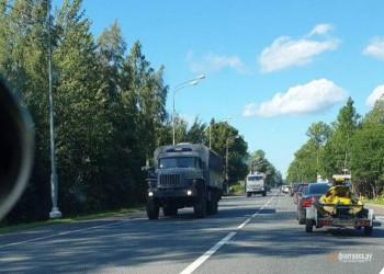 СМИ сообщили о колоннах грузовиков Росгвардии без опознавательных знаков, следовавших в сторону границы с Беларусью