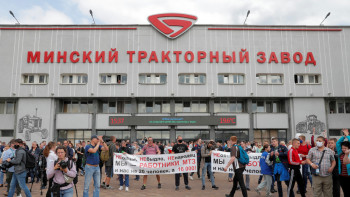 ОМОН разогнал митингующих на проходной Минского тракторного завода