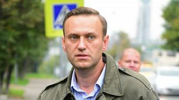 Стаканчик с чаем в аэропорту Томска Навальный получил от своего помощника (ВИДЕО)