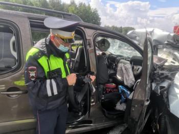 Под Каменском-Уральским лоб в лоб столкнулись два автомобиля, погибли четверо