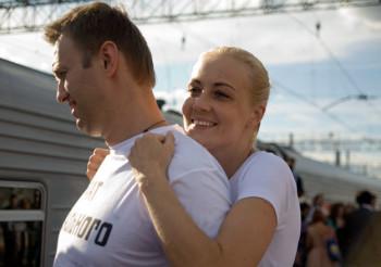 Юлия Навальная потребовала уПутина разрешение вывезти мужа вГерманию