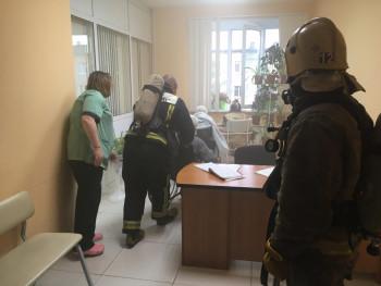 В Нижнем Тагиле эвакуировали ЦГБ №3 из-за пожара в комнате рентген-отделения (ФОТО, ВИДЕО)