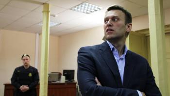 Суд приостановил рассмотрение дела против Навального о клевете в адрес ветерана из-за болезни политика