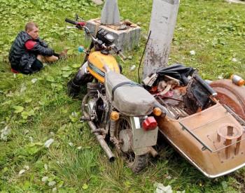 Под Нижним Тагилом пьяный мужчина совершил ДТП, катая своих детей на мотоцикле (ВИДЕО)