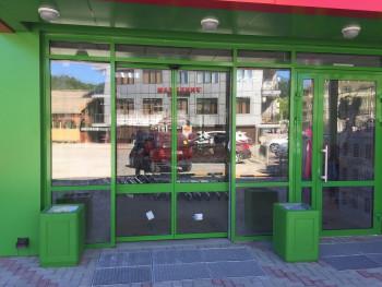 В Берёзовском прокуратура отсудила у«Пятёрочки» 180 тысяч рублей для пенсионерки, сломавшей в магазине шейку бедра