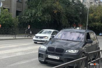 В центре Екатеринбурга мужчина на BMW похитил женщину