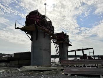 На Тагильском пруду «выросли» три опоры будущего моста