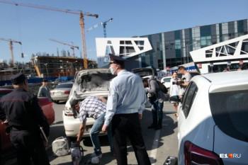 Вцентре Екатеринбурга произошёл взрыв вбагажнике автомобиля, есть пострадавший (ВИДЕО)