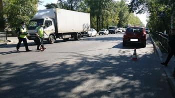 ВЕкатеринбурге автомобиль сбил четырёх детей напешеходном переходе