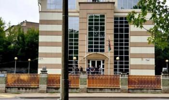 В Минске 30 человек с болгарками пытались прорваться в здание посольства Ливии (ВИДЕО)