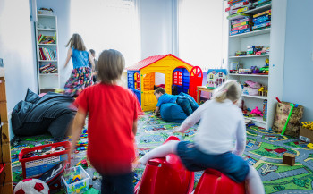 Губернатор Куйвашев разрешил работать детским садам, школам ибаням