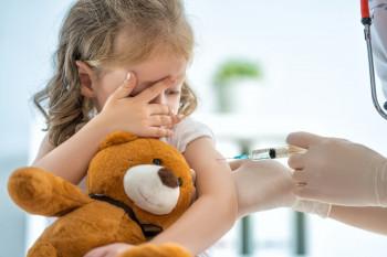 Минздрав: В 2020 году детям не будут ставить прививки от коронавируса