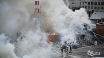 На горящем хлебокомбинате «Смак» обрушилась крыша (ВИДЕО)