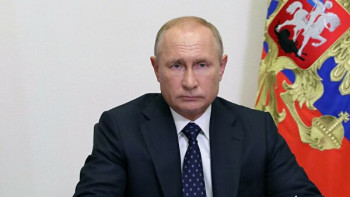 Путин поручил с1октября повысить зарплаты чиновникам, дипломатам исиловикам