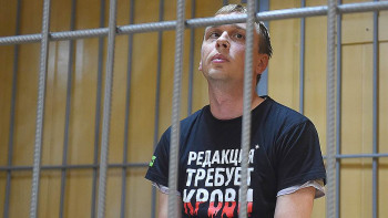 СК ужесточил обвинение экс-полицейским из дела журналиста Ивана Голунова